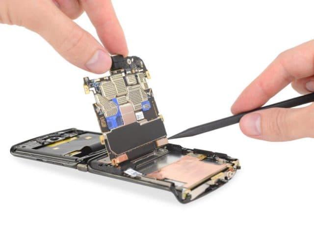 Motorola RAZR не прошел тесты на ремонтопригодность