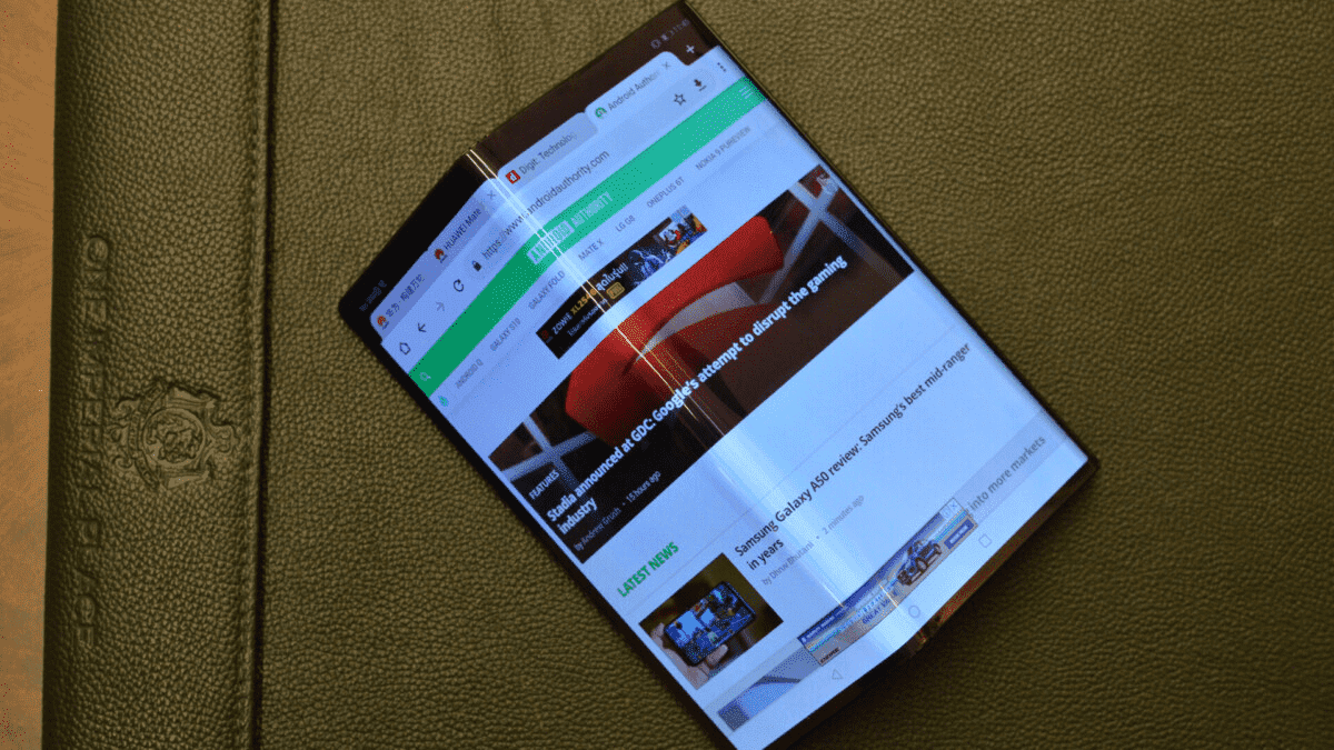 Huawei Mate X2 может складываться внутрь, как это, вероятно, должно было быть в первой версии