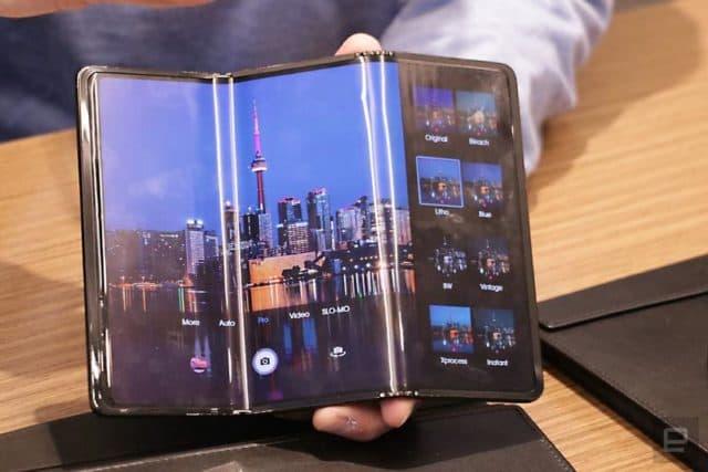 TCL провела презентацию двух складных смартфонов