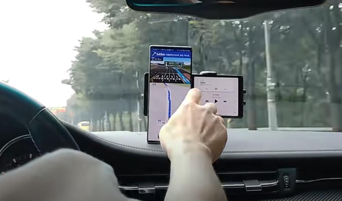 LG показала в работе инновационный смартфон «Wing»