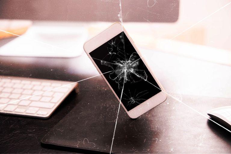 Что делать, если вы разбили дисплей на своём смартфоне?